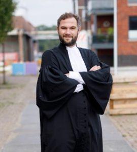 Advocaat Harmsen toga